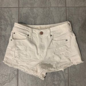 AMERICAN EAGLE HIGH WAISTED WHITE STRETCH SHORTS